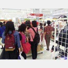 東京・銀座は中国人買い物客であふれているが…(C)日刊ゲンダイ