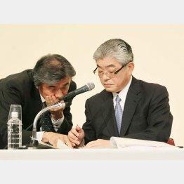 渡辺雅隆朝日新聞社長(右)