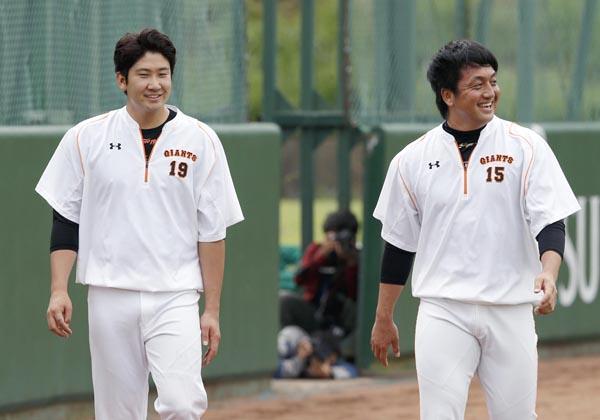 「少数派」の菅野(左)と沢村(C)日刊ゲンダイ