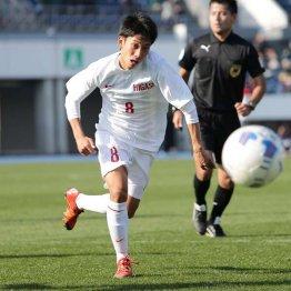 決勝点を決めた東福岡MF橋本(C)六川則夫/ラ・ストラーダ