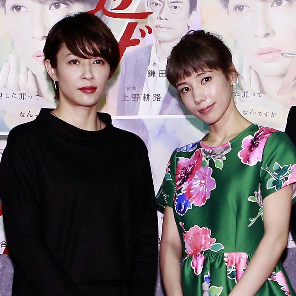 主演の水野美紀(左)と仲里依紗(C)日刊ゲンダイ