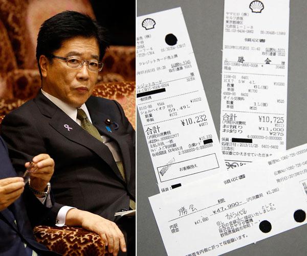 加藤勝信大臣とレシート(C)日刊ゲンダイ