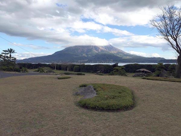桜島を望む仙厳園(提供写真)