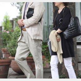 午後は夫婦で買い物に(写真はイメージ)/(C)日刊ゲンダイ
