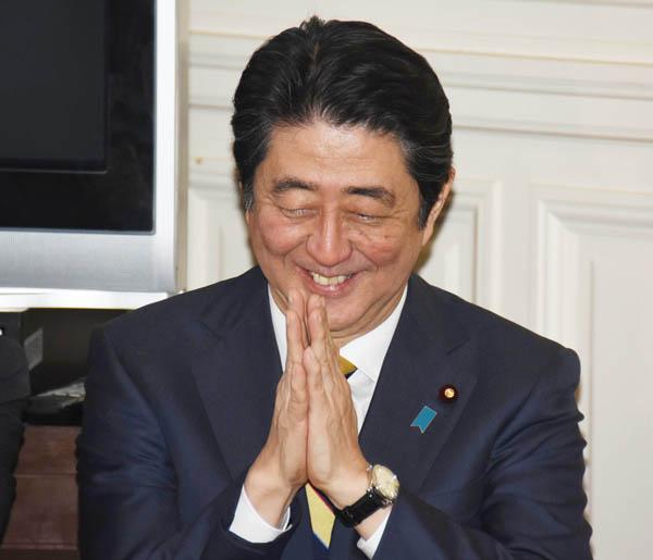 ゴマカシとスリ替えの連続(C)日刊ゲンダイ
