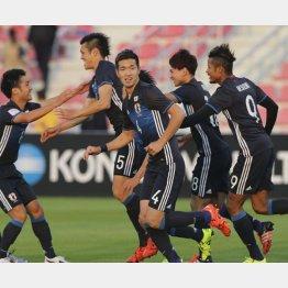 ゴールを決めたのはDF植田(左から2人目)(C)六川則夫/ラ・ストラーダ