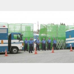キャンプ・シュワブのゲート前(C)日刊ゲンダイ