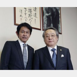 松野頼久・維新の党代表(左)と小林節・慶大名教授/(C)日刊ゲンダイ