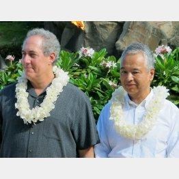 15年のハワイでのTPP交渉の甘利(C)日刊ゲンダイ