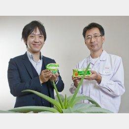 森永乳業の土岐晃彦さん(左)と井上肇さん(C)日刊ゲンダイ
