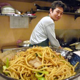 【スパゲティ ボーノ ボーノ】大盛り550グラムの極太麺で腹いっぱいに