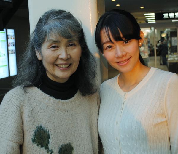 作曲家・田中未知さん(左)と橋本美香さん(C)日刊ゲンダイ