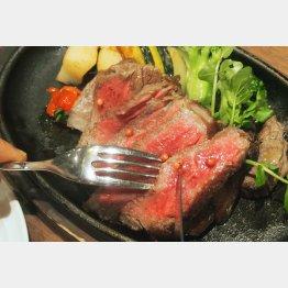 「麦酒牛の石窯焼き」(C)日刊ゲンダイ