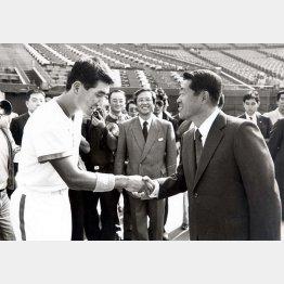 堤オーナー(右)には西武入団当時からかわいがられた/(C)日刊ゲンダイ