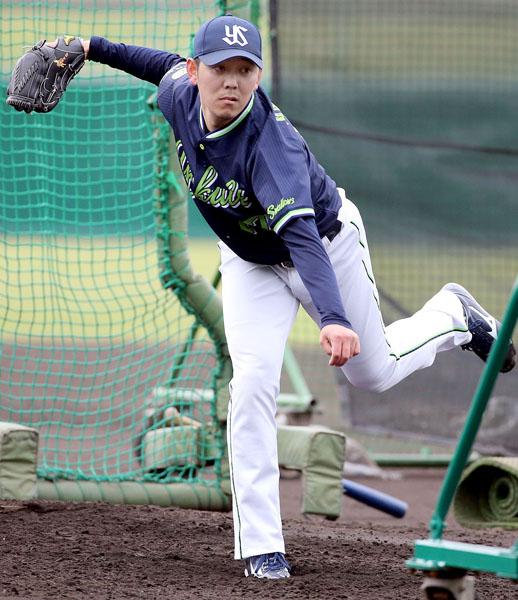 キャンプで打撃投手を務めた成瀬(C)日刊ゲンダイ