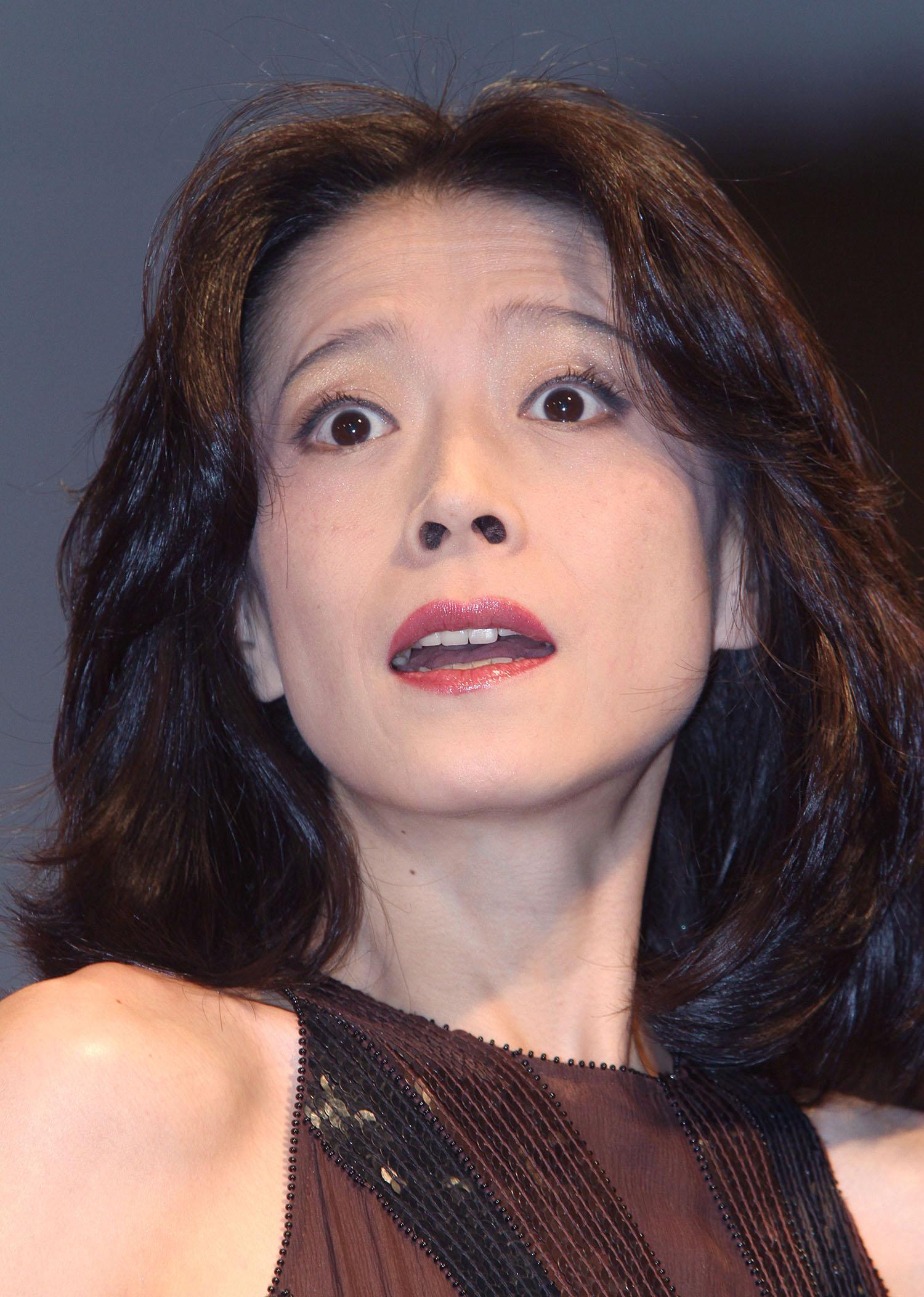 ファンはステージで歌う明菜を待ち望んでいる(C)日刊ゲンダイ