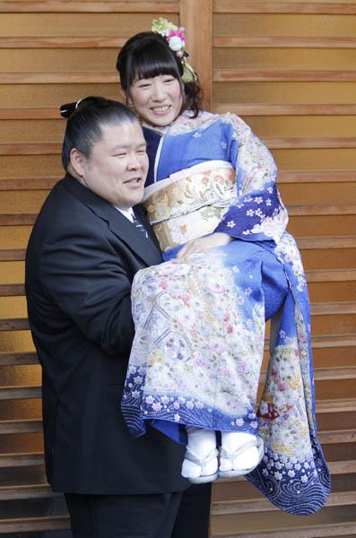小泉エリ&安治川親方が結婚へ 乳輪占いで「いいパパに」|日刊 ...