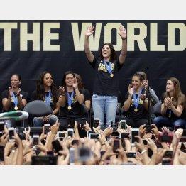 サッカー女子米代表ソロ(中央)がジカ熱への不安吐露
