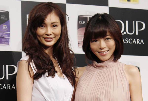 押切もえ(左)と現在妊娠5カ月の釈由美子/(C)日刊ゲンダイ