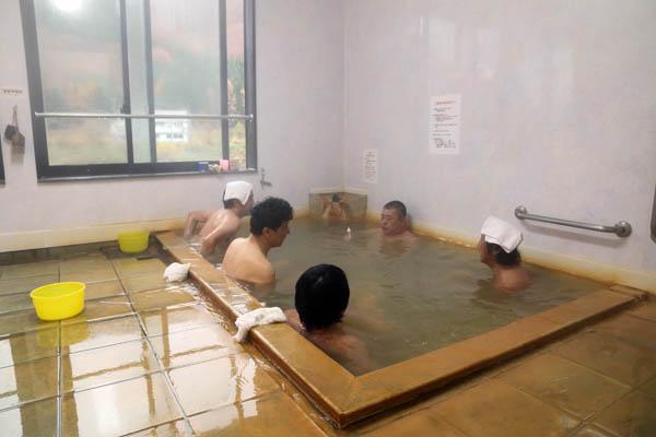 湯倉温泉共同浴場(C)日刊ゲンダイ