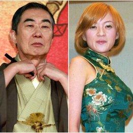 6代目桂文枝(左)と演歌歌手の紫艶(C)日刊ゲンダイ