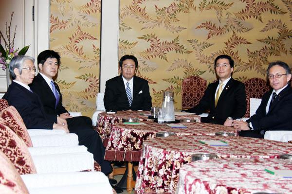 幹事長会談で選挙協力も進む(C)日刊ゲンダイ