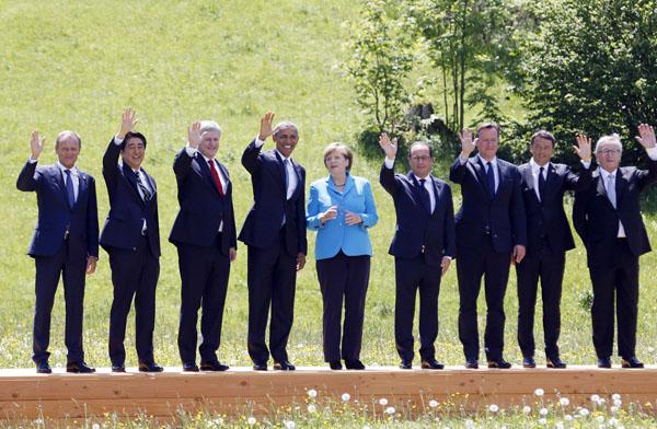 G7各国はもっと慎重(15年エルマウ・サミット、左から2番目が安倍首相)/(C)日刊ゲンダイ