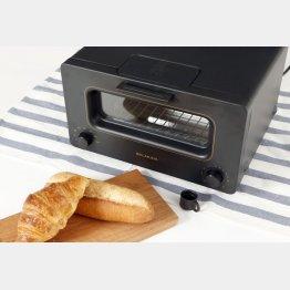 コンピューター制御でパンを焼くトースター(C)日刊ゲンダイ