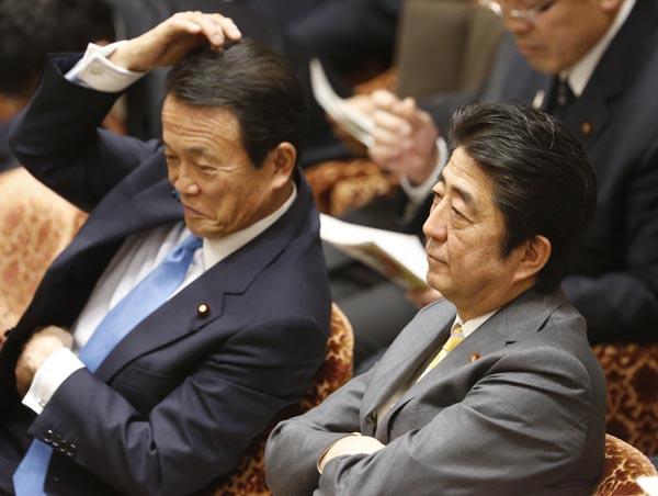 デタラメ醜聞連発なのに…(C)日刊ゲンダイ