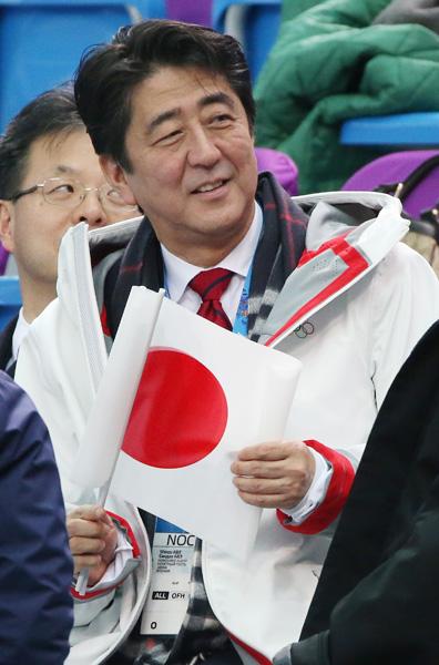 ソチ五輪フィギュアの観戦に訪れた安倍首相(C)日刊ゲンダイ
