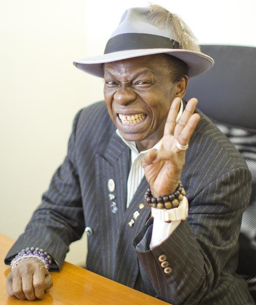 元ギニア外交官のサンコンさん(C)日刊ゲンダイ