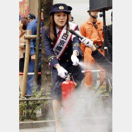 一日消防署長を務めた牧瀬里穂(C)日刊ゲンダイ