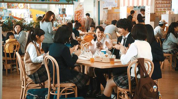 (C)ドコモTVCM 料金「得ダネを追え!斎藤さんゲーム」篇