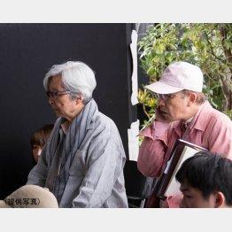 撮影工程のすべてを把握し、山田洋次監督(左)にぴたりと張りつく