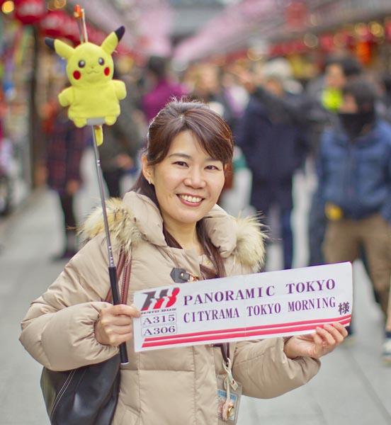 はとバスの坂野美奈子さん(C)日刊ゲンダイ