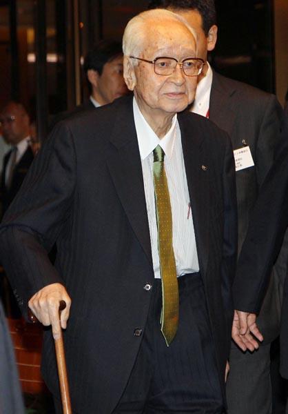 「最後の独裁者だ」と言い放った渡辺氏(C)日刊ゲンダイ