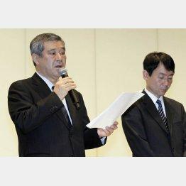8日に会見した久保球団社長(左)と森田執行役員総務本部長(C)日刊ゲンダイ