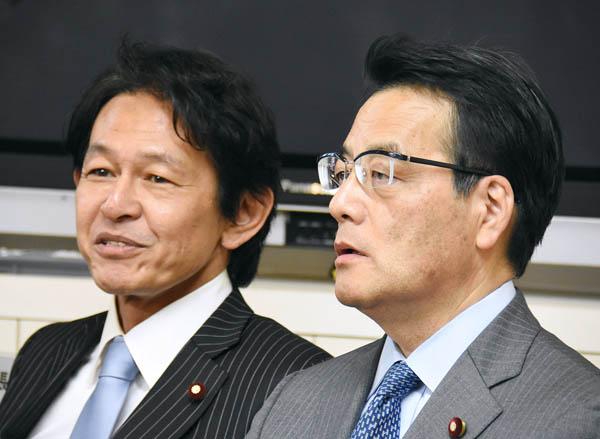 民主・岡田代表(右)と維新・松野代表/(C)日刊ゲンダイ
