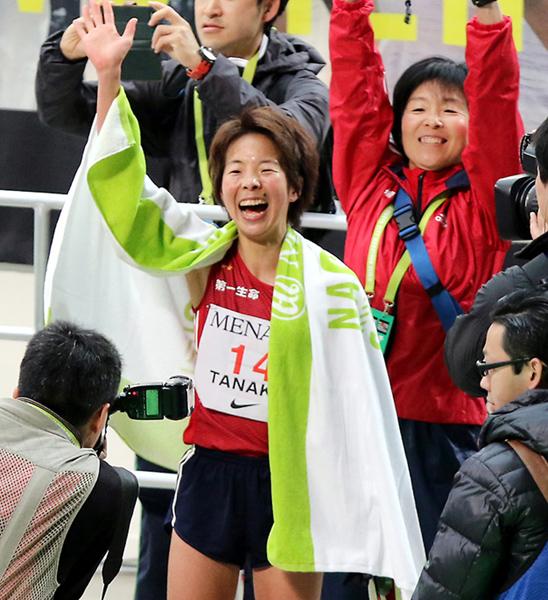 田中智美が日本人トップとなる2位でゴール(C)日刊ゲンダイ