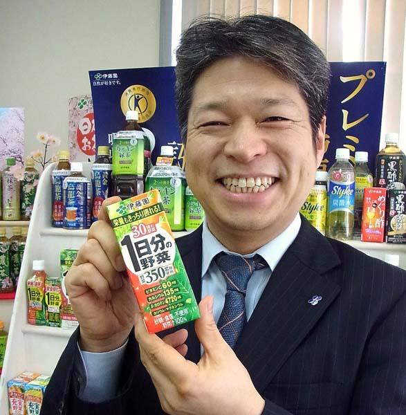マーケティング担当の内山修二氏も笑顔(C)日刊ゲンダイ