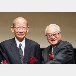 西室日本郵政社長(左)と長門ゆうちょ銀行社長