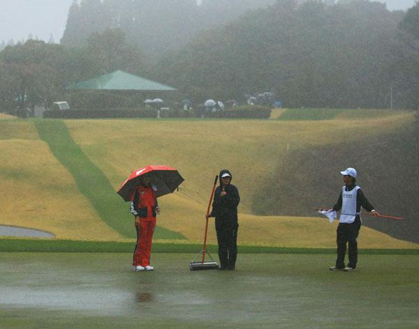 大会初日は雨のためサスペンデッド(提供写真)