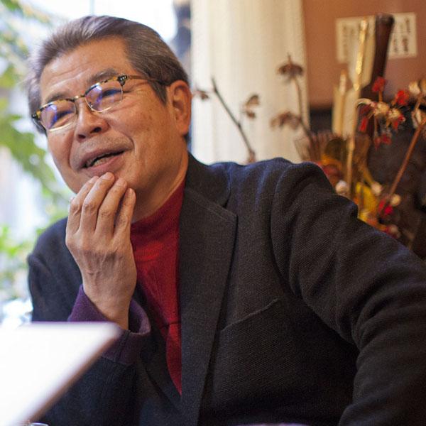 今は亡き師匠について語る立川志の輔(C)日刊ゲンダイ