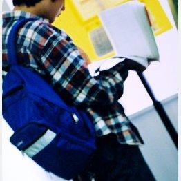 大学生の息子のアルバイト代もしっかり把握(C)日刊ゲンダイ