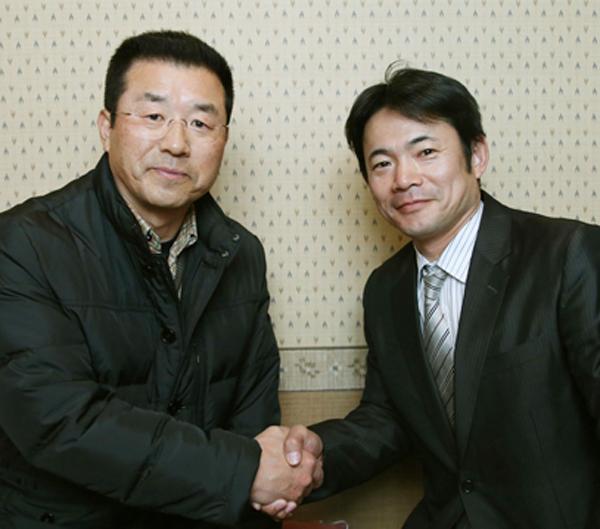 達川光男氏(左)と仁志敏久氏(C)日刊ゲンダイ