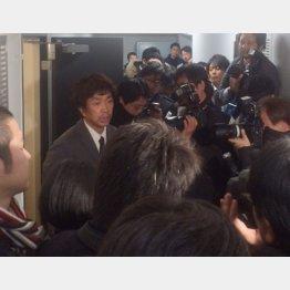 事故直後、謝罪するキースツアー・福田万吉代表