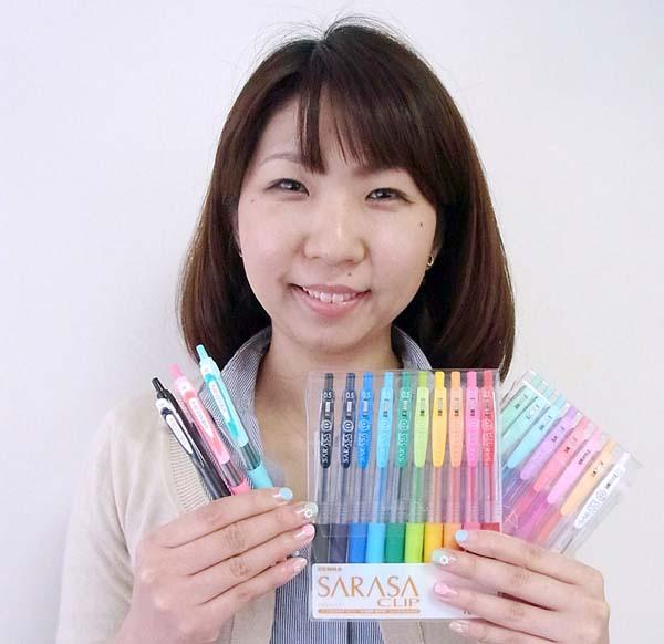 ジェルボールペン「サラサ」シリーズ(C)日刊ゲンダイ
