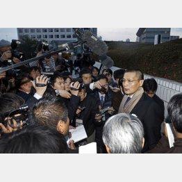 横綱審議委員会後、取材に応じた貴乃花親方(C)日刊ゲンダイ