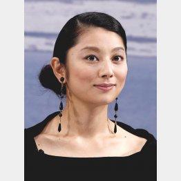 MCは小池栄子含む3人体制(C)日刊ゲンダイ