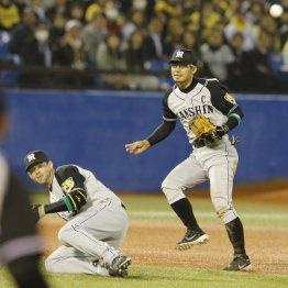 六回悪送球により上田に出塁を許す鳥谷(C)日刊ゲンダイ